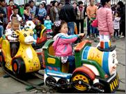 Une attention speciale bien entendu à l'égard des enfants qui profitent de tours de manèges, tour de voitures électriques, jouets...
