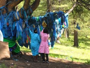 écharpes à offrandes en Mongolie centrale