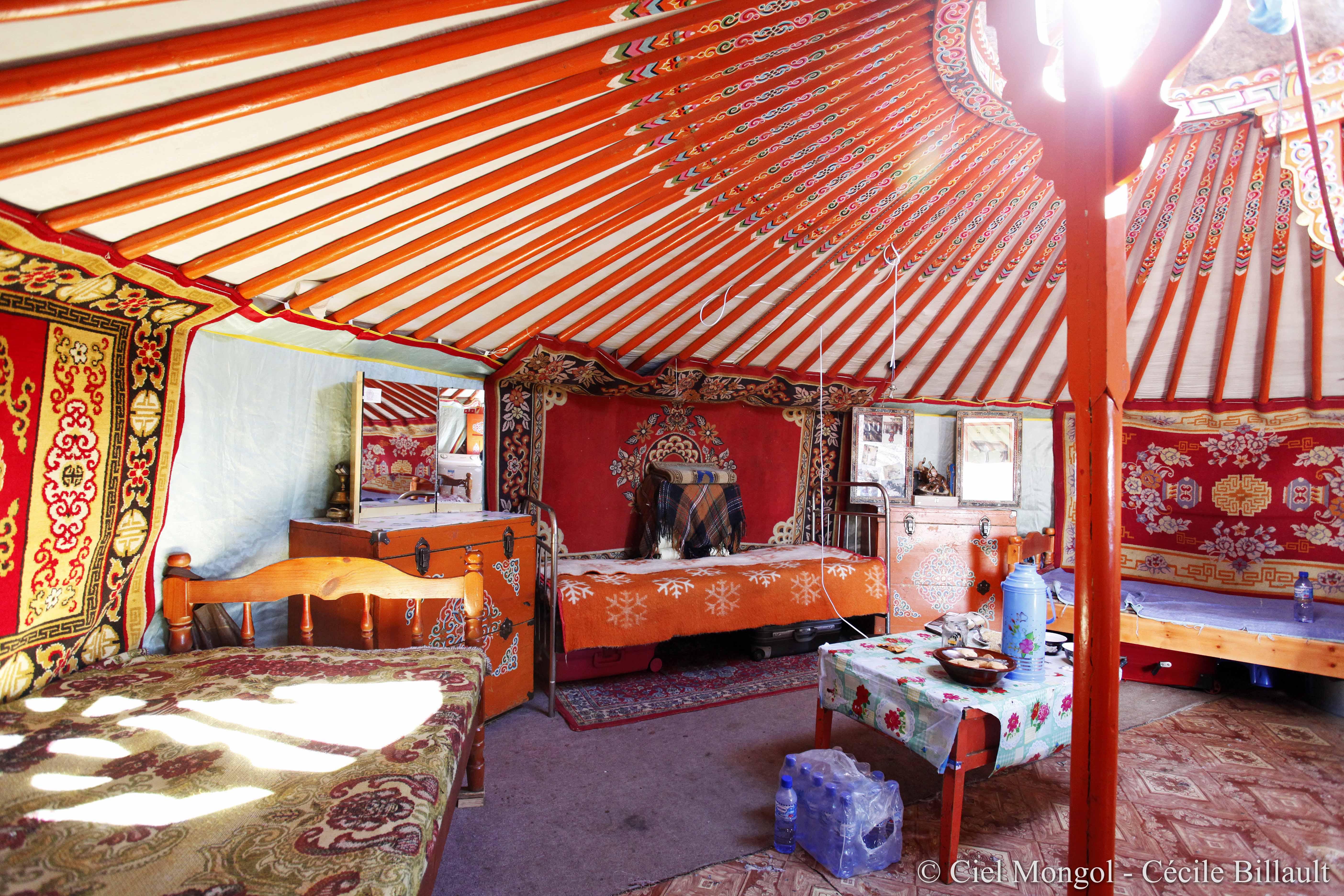 La yourte mongole et le festival de la yourte leysin suisse - Interieur d une yourte ...