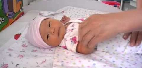 Coutume du bain de bébé et choix du prénom