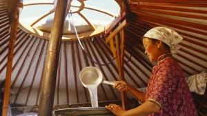 Mongoli, Gobi Desert. Cooking Horses Milk to produce the spirit, Arak, in the Gobi Desert.