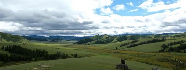 La Mongolie, le pays promet aux voyageurs plein d'aventures pendant leurs voyages à la steppe infinie